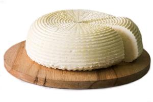 Адыгейский сыр ©Фото с сайта wikimedia.org