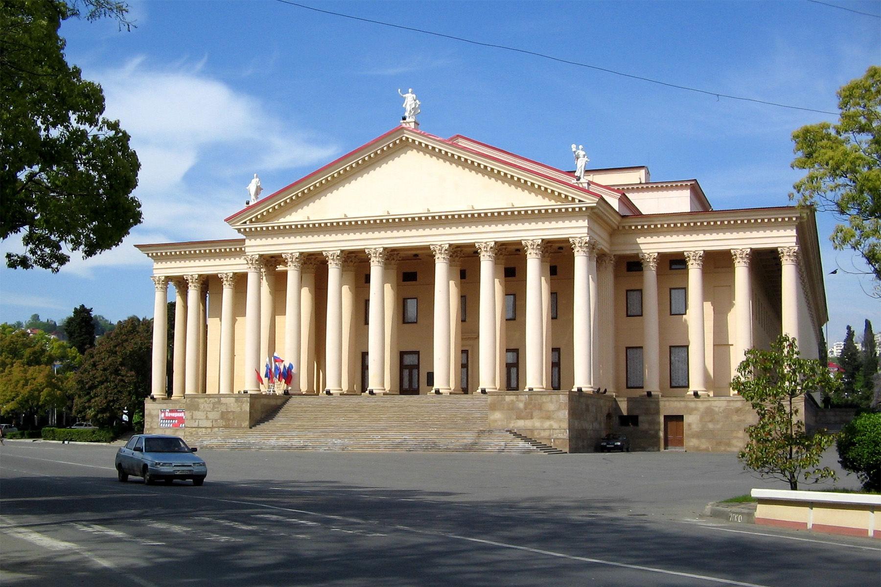 Зимний театр ©Фото с сайта wikimedia.org
