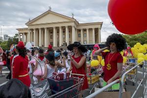 Карнавал в честь открытия курортного сезона-2015 в Сочи ©Нина Зотина, ЮГА.ру