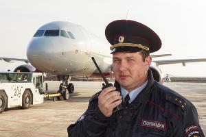 Транспортная полиция в аэропорту Сочи ©Фото пресс-службы УТ МВД России по ЮФО