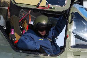 Пилот в кабине вертолета Ка-52 ©Виталий Тимкив, Юга.ру