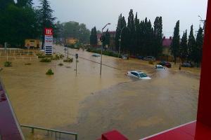 Наводнение в Сочи 25 июня 2015 года. Адлер, районе Голубых Далей ©http://www.blogsochi.ru