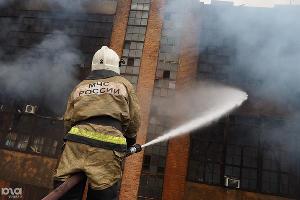 Пожар на старом заводе на улице Кожевенной. Краснодар, 2 марта ©Фото Юга.ру