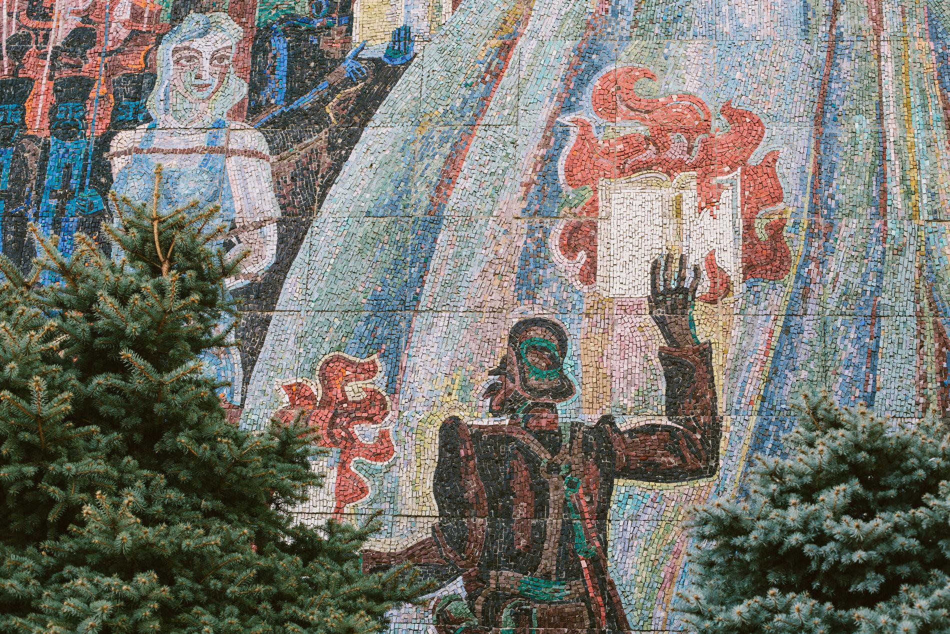 Панно художника Папко на торце дома Аведовых ©Фото Марии Малышевой, Юга.ру