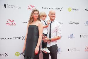 Марьяна Спивак с супругом и сыном на открытии фестиваля «Кинотавр» в Сочи  ©Фото Артура Лебедева, Юга.ру