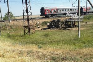 Под Ростовом грузовик протаранил пассажирский поезд  ©Фото из группы vk.com/rostovnadonu
