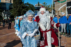 Парад Дедов Морозов в Сочи ©Нина Зотина, ЮГА.ру