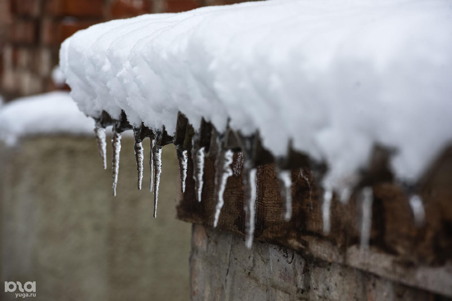 Жителей Кубани предупредили, что с потеплением с крыш начнут падать сосульки