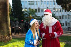 В Сочи прошел парад Дедов Морозов ©Никита Быков, ЮГА.ру