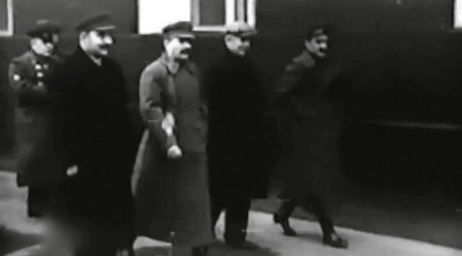 Иосиф Сталин на праздновании годовщины Октябрьской революции, 7 ноября 1937 года ©Кадр из видео канала History VA на youtube.com