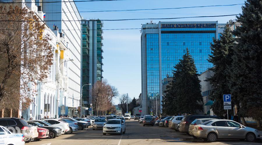 Улица Орджоникидзе ©Фото Елены Синеок, Юга.ру