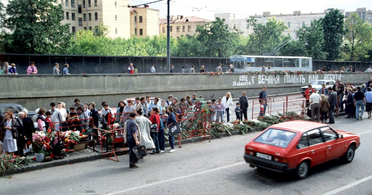 Место гибели 3 жертв противостояния ГКЧП. Сразу после августовского путча ©Фото Ивана Второва, wikipedia.org (CC BY-SA 4.0)