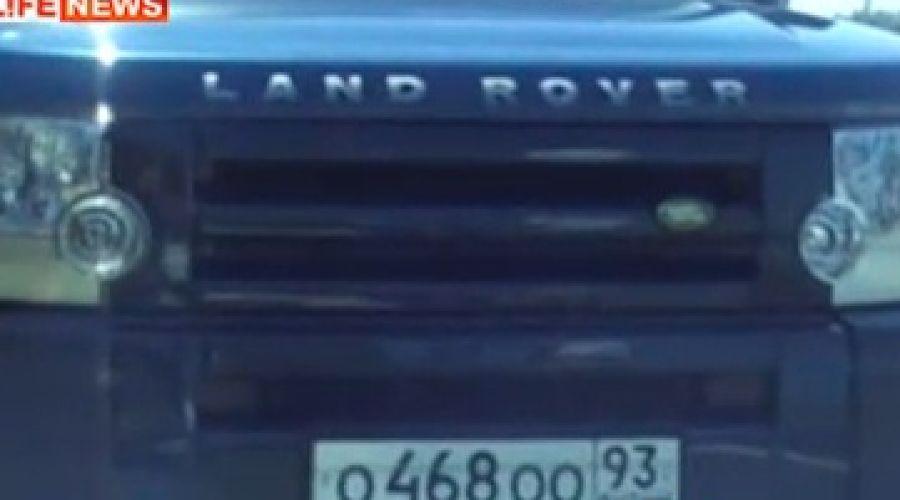 """Land Rover Сергея Цапка c """"блатными"""" номерами ©Фото Юга.ру"""