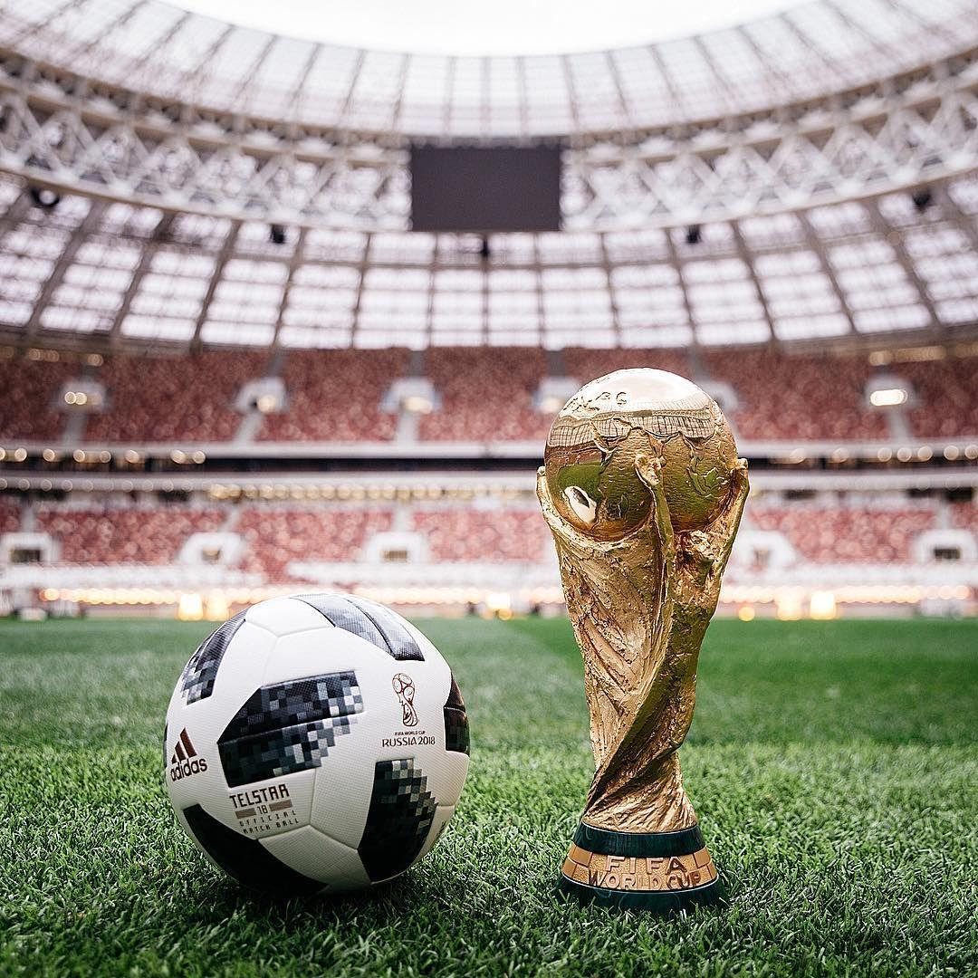 Футбольные мячи. Товары и услуги компании