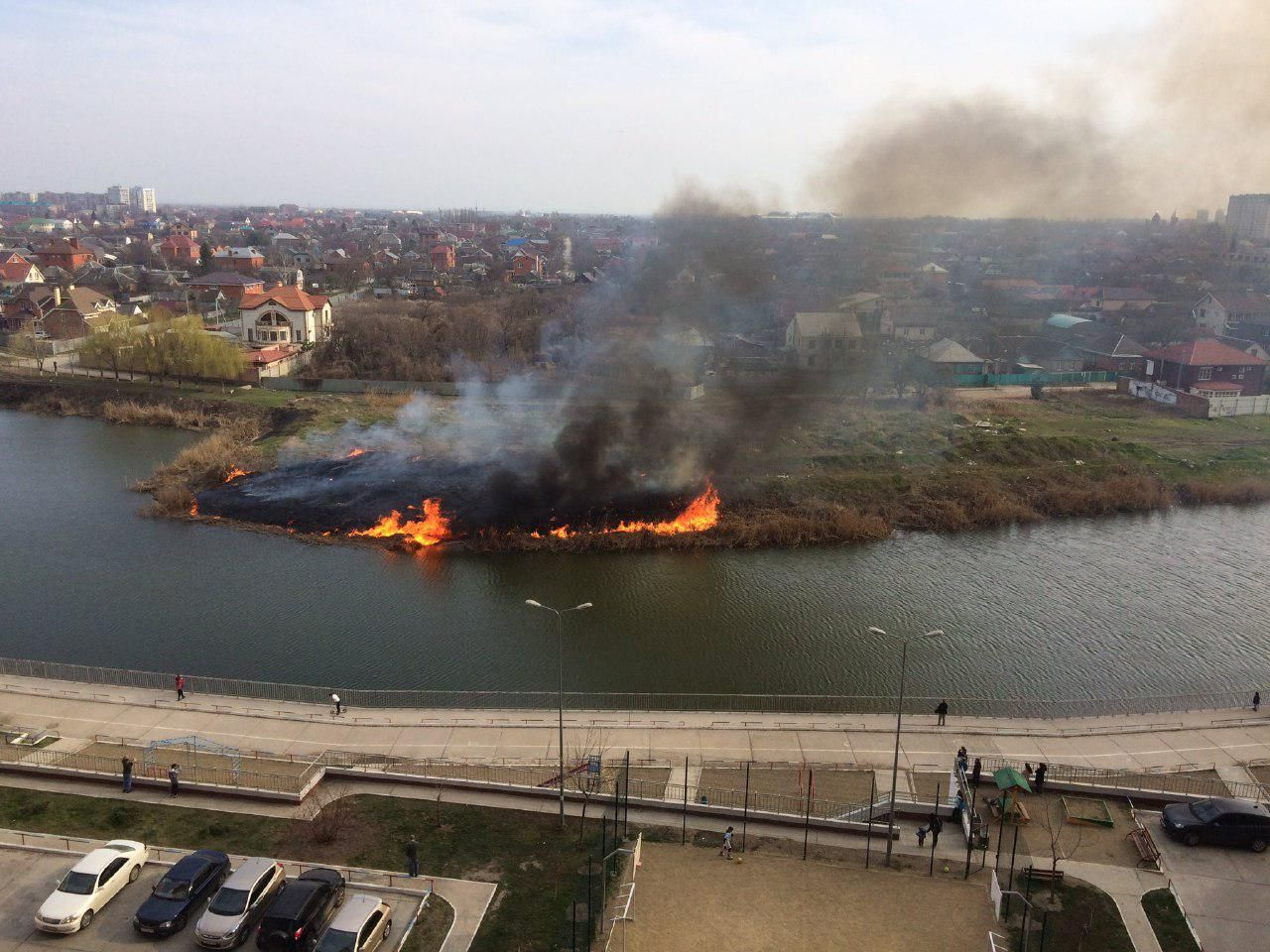 Пожар наКубанонабережной потушили вКраснодаре