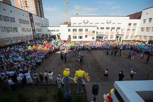 Линейка 1 сентября в филиале школы №66 ©Фото Елены Синеок, Юга.ру