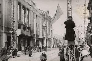 Краснодар освобожденный, угол улиц Красной и Гоголя, 1943 год ©Фото с сайта myekaterinodar.ru
