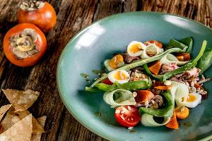 Салат с хурмой ©Фотография предоставлена пресс-службой ресторана «Розмарин»