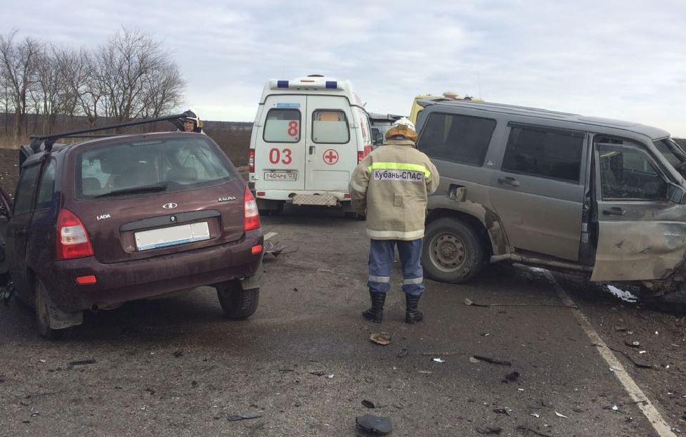 УАЗ иЛада столкнулись натрассе вКраснодарском крае: четверо пострадали