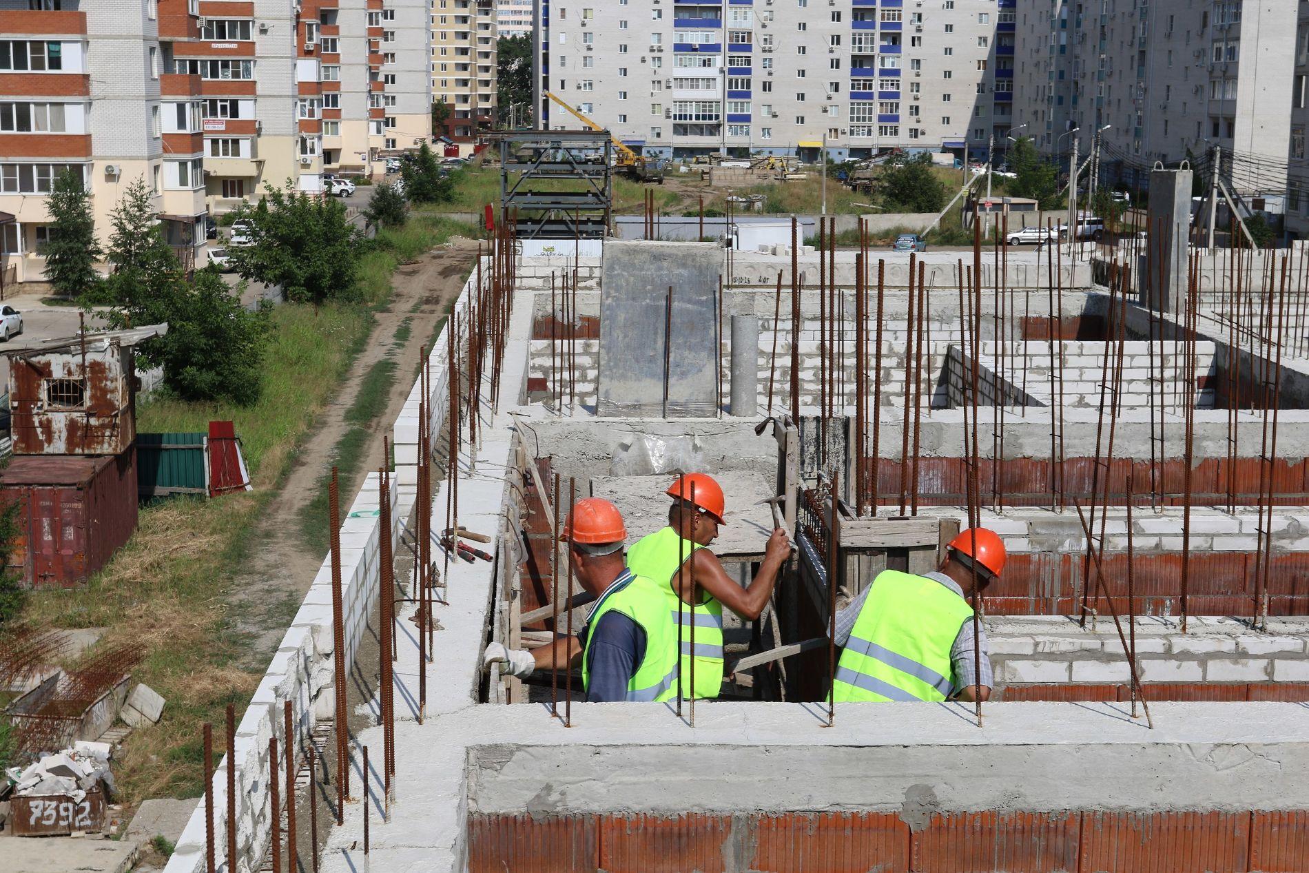 Работы на недостроенных объектах «Таурас-96» ©Фото пресс-службы «СпецСтройКубань»