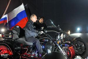 2011 год в фотографиях. Байк-шоу в Новороссийске посетил Путин ©http://www.yuga.ru/photo/857.html