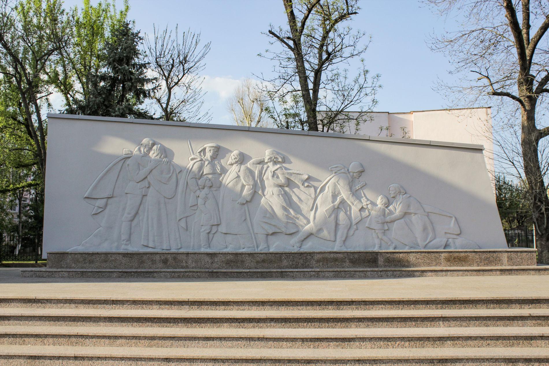 Правый — сцены освобождения города ©Фото Динара Бурангулова, Юга.ру