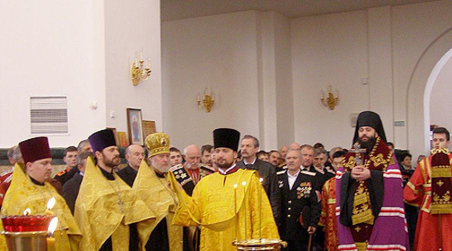 Торжественная встреча регалий кубанского казачества. В соборе Александра Невского ©Фото Юга.ру