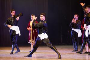 Ансамбль кавказских танцев «Зихи» ©Фото Елены Синеок, Юга.ру