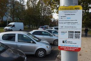 Автомобили на платной парковке ©Фото Елены Синеок, Юга.ру