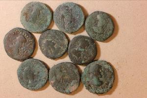 Обнаруженный в Тамани клад с монетами VI века ©Изображение предоставлено пресс-службой Института археологии РАН