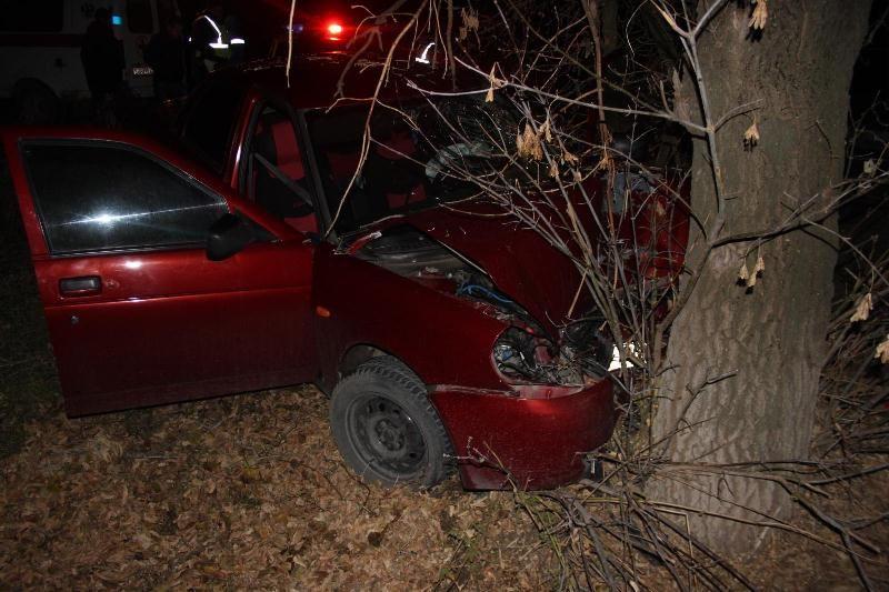 Нетрезвый шофёр «Лады» влетел вдерево наСтаврополье, умер пассажир
