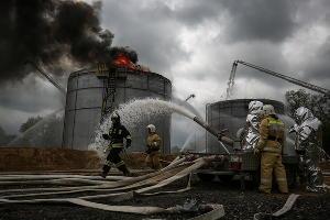 Пожарно-тактические учения по тушению нефтепродуктов в Абинском районе ©Фото Виталия Тимкива, Юга.ру