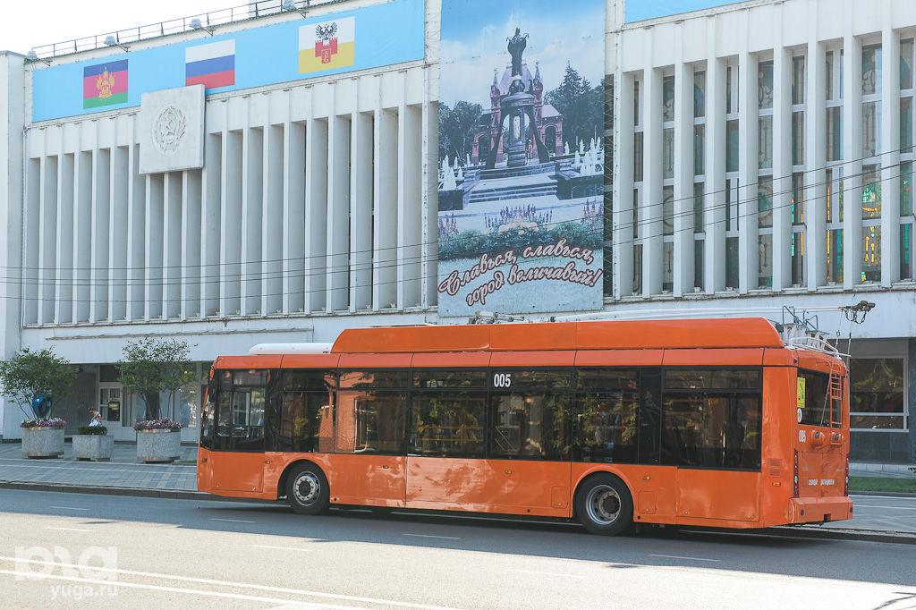 автобусо-троллейбус/MIH_3389 ©Фото Михаила Ступина, Юга.ру