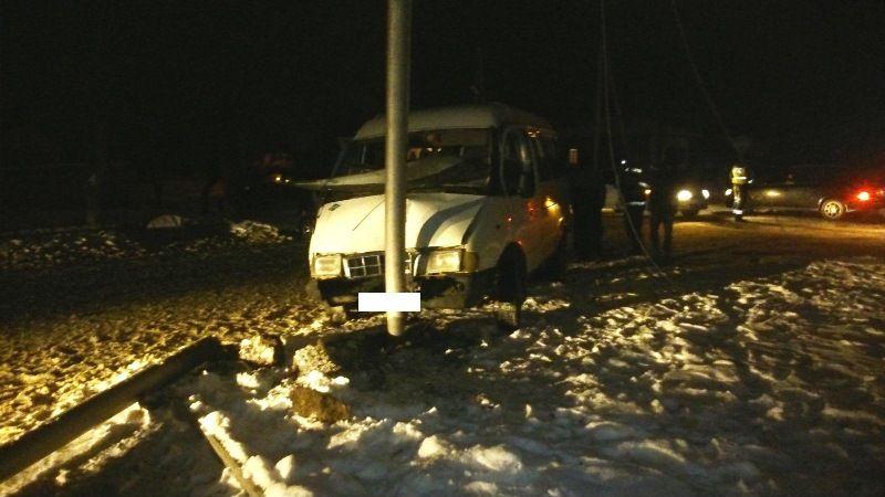 ВИпатово маршрутка спассажирами врезалась вЛЭП, есть раненые