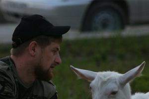 Рамзан Кадыров и коза ©http://instagram.com/alihan777/