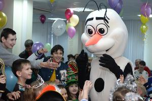 """Новогодний праздник фонда """"Синяя птица"""" для детей-инвалидов  ©ЮГА.ру"""