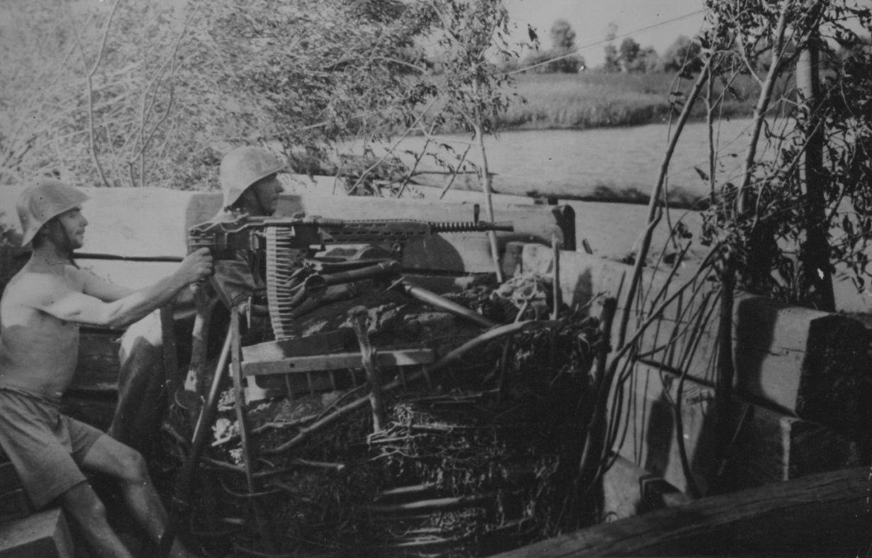 Позиция румынских пулеметчиков на берегу Кубани, 1943 год