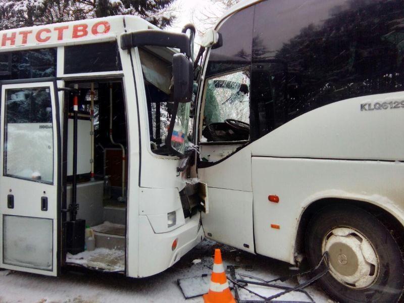 Четверо пассажиров пострадали вДТП 2-х автобусов вПятигорске