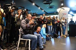Кубок чемпионата мира по футболу прибыл в Краснодар ©Фото Елены Синеок, Юга.ру