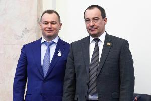 Алексей Руднев и Юрий Бурлачко ©Фото пресс-службы «Газпром межрегионгаз Краснодар»