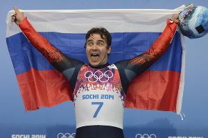 Альберт Демченко завоевал серебро в личных соревнованиях в санном спорте ©РИА Новости