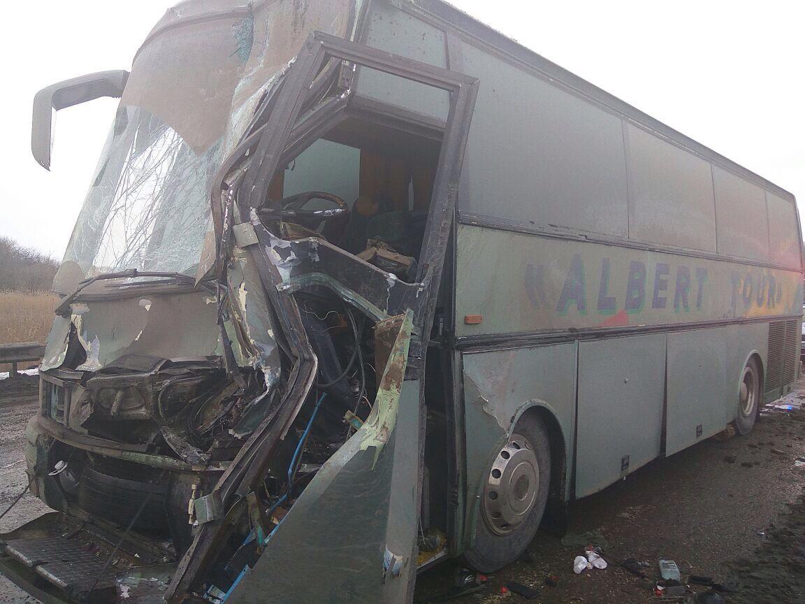 ДТП вКущевском районе: столкнулись рейсовый автобус и грузовой автомобиль MAN