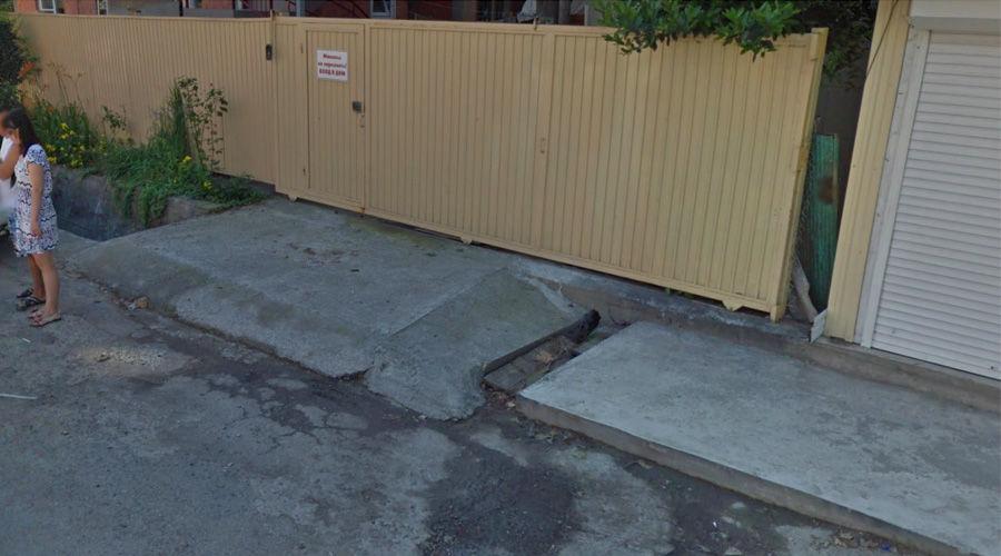 Место трагедии, ул. Октябрьская, пос. Лазаревское. Пять лет назад ©Скриншот панорамы карт Google за 2013 год
