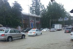 Наводнение в Сочи 25 июня 2015 года. Центр Сочи ©http://www.privetsochi.ru