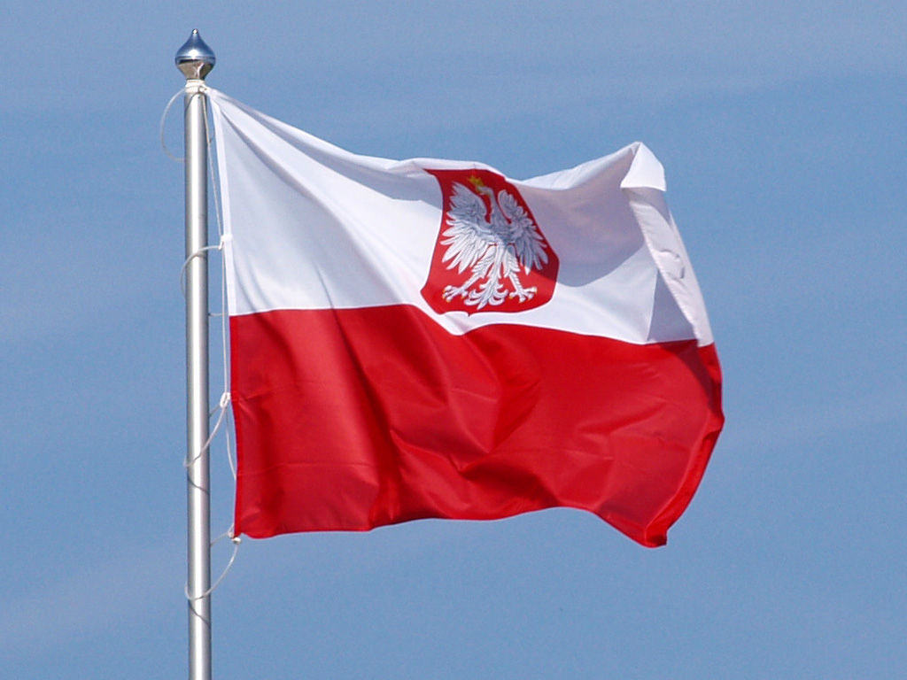 the state of poland Poland is a country in central europe it is on the east of germany (along oder and lusatian neisse)the czech republic and slovakia are to the south, ukraine and belarus to the east, and the baltic sea, lithuania, and russia to the north.