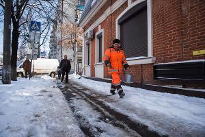 Уборка снега в Краснодаре ©Фото Елены Синеок, Юга.ру