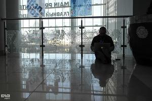 И так тоже работают в медиацентре  ©Елена Синеок, ЮГА.ру