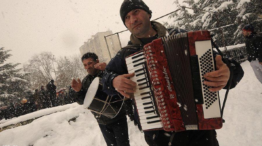 """2011 год в фотографиях. Точка Джиоевой: фотохроника """"революции"""" в Южной Осетии ©http://www.yuga.ru/photo/1031.html"""