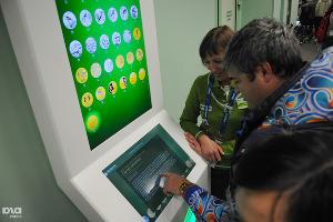 В зоне Сбербанка в автомате можно купить памятные олимпийские монеты из серебра и золота. Стоят дорого ©Елена Синеок, ЮГА.ру
