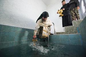 Крестный ход и крещенские купания в мужском монастыре в Адыгее ©Фото Елены Синеок, Юга.ру